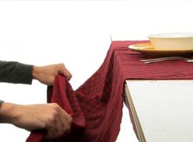 Jak wykonać trik ze ściąganiem obrusu