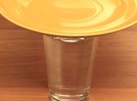 Jak wykonać trik ze znikającą monetą pod szklanką