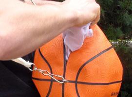 Jak zrobić torebkę z piłki do kosza