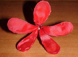 Jak zrobić sztucznego kwiatka z materiału