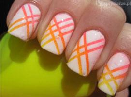 Jak zrobić neonowe paski na białych paznokciach