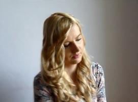 Jak zakręcić włosy za pomocą prostownicy