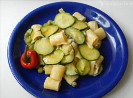 Jak zrobić szybki obiad - makaron z serkami i cukinią