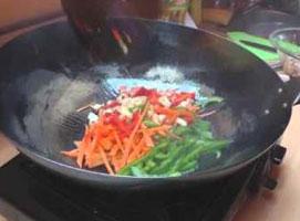 Jak przygotować kurczaka Chow Mein