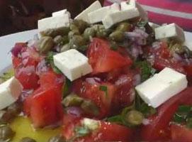 Jak zrobić sałatkę z pomidorami i kaparami