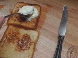 Jak zrobić kanapkę zapiekaną z serem i szynką