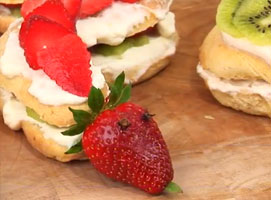Jak zrobić ciasto Truskawkowy Wąż
