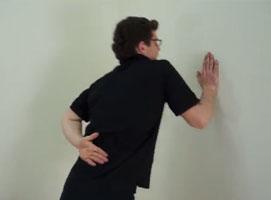 Jak wykonać ćwiczenia klatki oraz tricepsów dla każdego