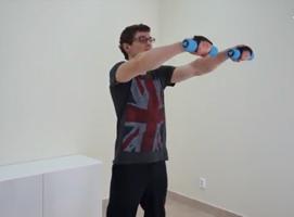Jak wykonać trening barków oraz mięśni brzucha