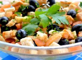 Jak zrobić sałatkę grecką z grzankami