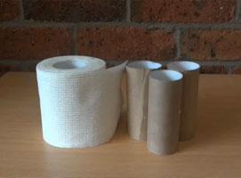 Jak wykonać trik ze stojącą rolką po papierze toaletowym