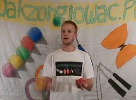 Jak nauczyć się żonglerki 3 piłkami - Litera W