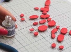 Jak zrobić naszyjnik z modeliny lakierowanej