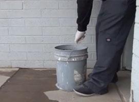 Jak zrobić żart z wiadrem