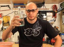 Jak przeciąć szklaną butelkę za pomocą ognia