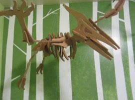 Jak zrobić model szkieletu dinozaura z kartonu