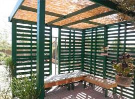 Jak zrobić patio w ogrodzie z palet przemysłowych
