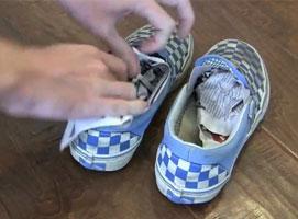 Jak usunąć zapach z butów i innych miejsc za pomocą gazety