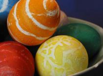 Jak kolorować jajka naturalnymi metodami
