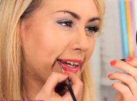Jak zrobić makijaż pod różowokoralowe usta