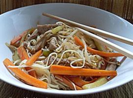 Jak zrobić orientalne danie z makaronem chow mein
