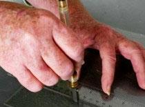 Jak ciąć szkło nożyczkami