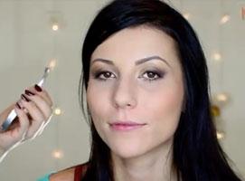 Jak zrobić makijaż dla mocno osadzonych oczu