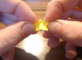 Jak zrobić papierową gwiazdę na choinkę