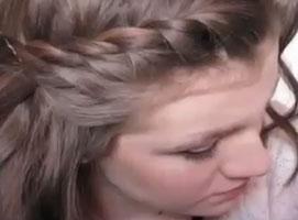 Jak wykonać 3 proste fryzury do pracy i do szkoły