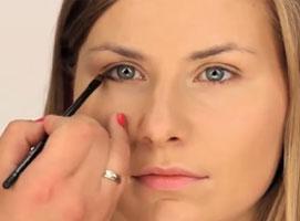 Jak wykonać makijaż biznesowy z akcentem na oczy