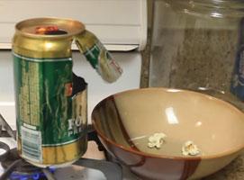 Jak zrobić popcorn w domu za pomocą puszki po piwie