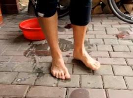 Jak poradzić sobie z mokrymi stopami przy wycieczkach w deszczu