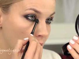 Jak zrobić makijaż wieczorowy w odcieniach szarości i chłodnego różu