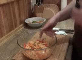 Jak zrobić sałatkę z makaronu ryżowego