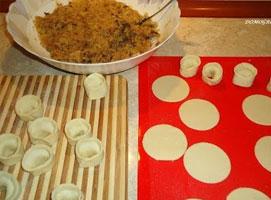 Jak zrobić tradycyjne uszka z kapustą i grzybami