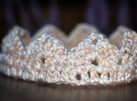 Jak zrobić prostą koronę na szydełku dla córeczki księżniczki