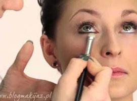 Jak wykonać połyskujący make-up sylwestrowy