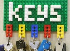 Jak zrobić wieszak Lego z breloczkami do kluczy