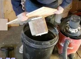 Jak wyczyścić filtr odkurzacza przemysłowego w sprytny sposób