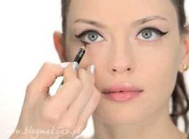 Jak wykonać klasyczny makijaż w karnawałowym wydaniu