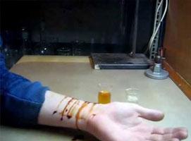 Jak zrobić sztuczną krew za pomocą dwóch składników