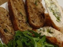 Jak przygotować kurczaka z gorgonzolą i rozmarynem