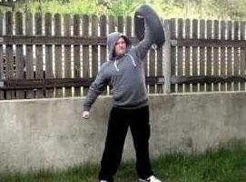Jak ćwiczyć z workiem bułgarskim - biceps, barki, klata i plecy