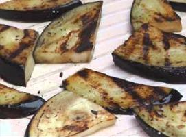 Jak zrobić sałatkę z bakłażanem i kozim serem