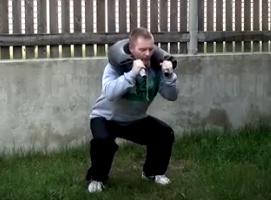 Jak wykonać trening nóg z workiem bułgarskim