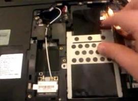 Jak wymontować dysk twardy z laptopa