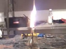 Jak zbudować lampę naftową z żarówki