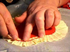 Jak zrobić kartkę w serce - dekoracja i sposób na życzenia