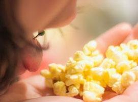 Jak polepszyć smak popcornu z mikrofalówki