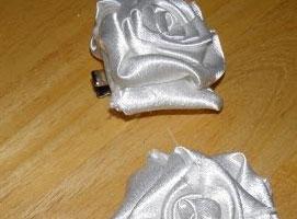 Jak zrobić białą różę do włosów na ślub